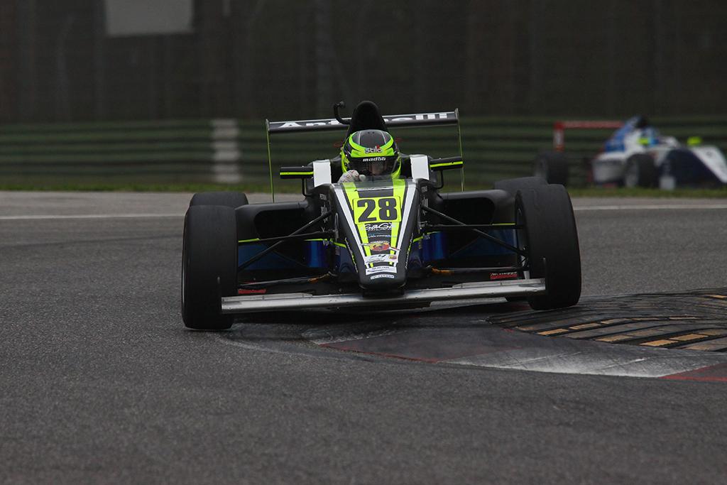 F4 – A Imola Joao Vieira polverizza la pole 2014