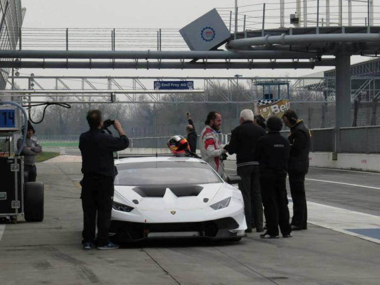 Kubica in pista con una Lamborghini