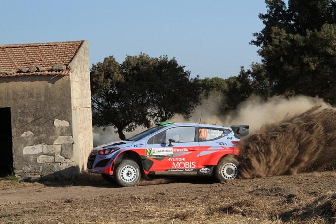 WRC – Paddon balza al vertice in Sardegna