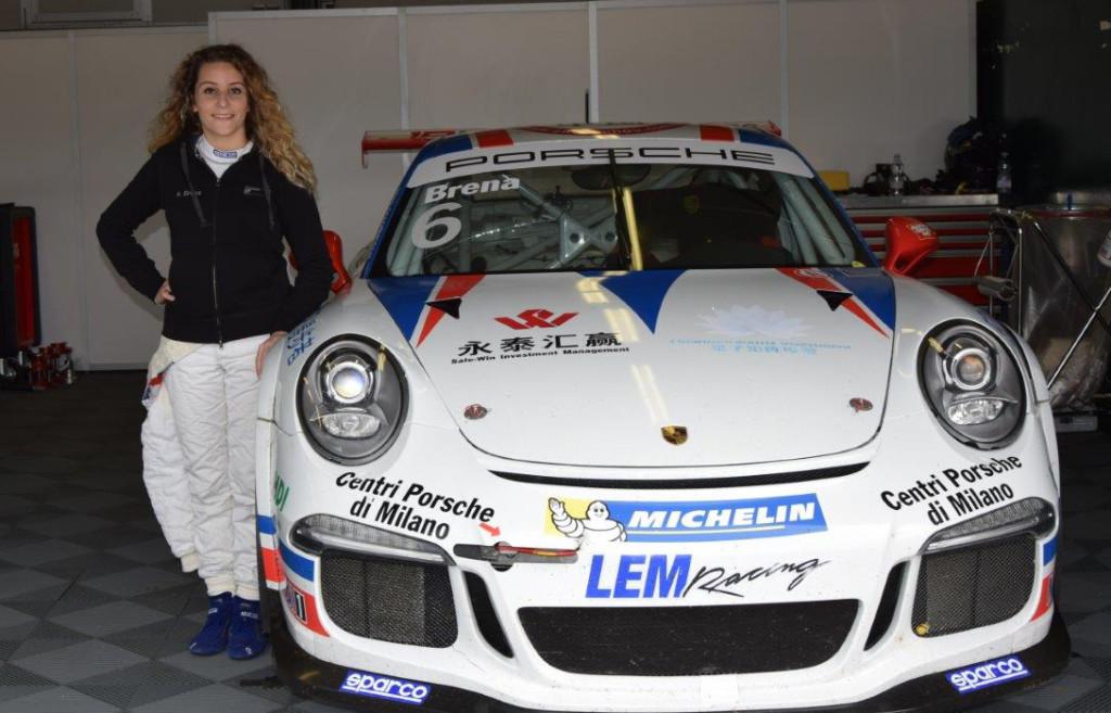 Alessandra Brena soddisfatta dopo il test con la 911 GT3