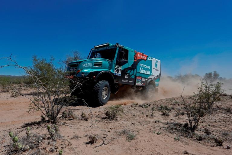 Dakar 2016 – Iveco guida tra i camion con De Rooy