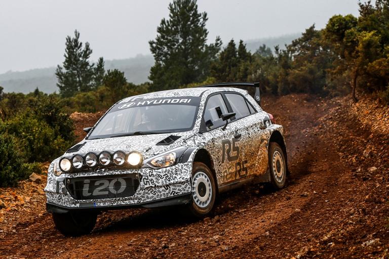 WRC – Primi test in Francia per la nuova i20 R5