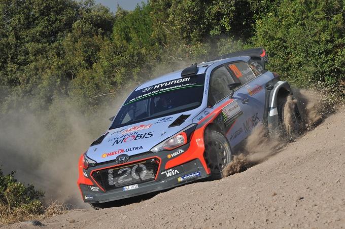 WRC – Neuville balza al top in Sardegna