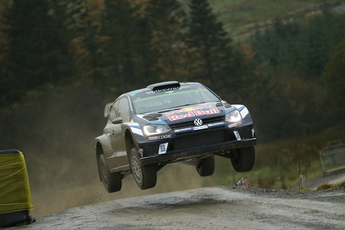 WRC – Rally del Galles, PS8: Ogier primo con guai alla trasmissione, foratura per Tanak che conclude secondo