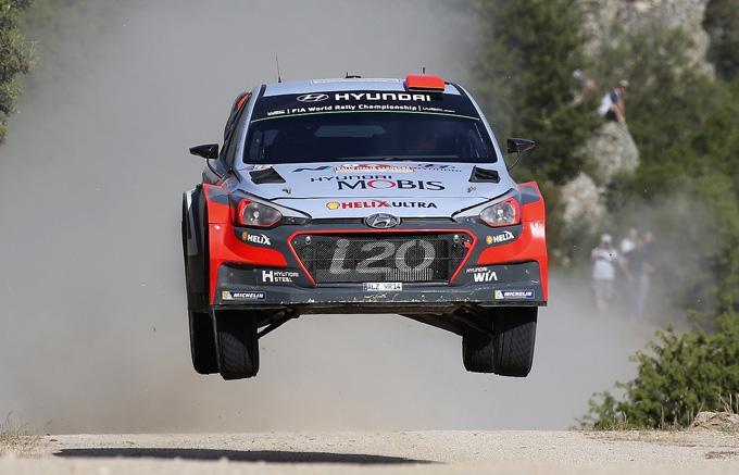 Al Rally Italia Sardegna Paddon tiene la leadership