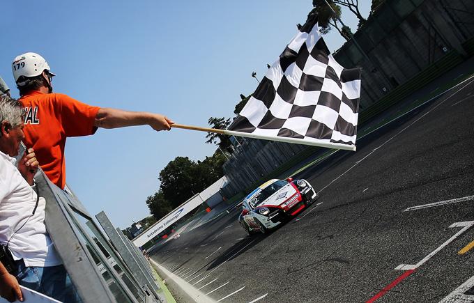 Porsche Carrera Cup Italia – Vallelunga, gara-1: dominio di Rovera