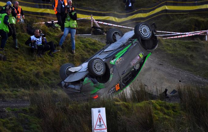 """WRC – Rally di Gran Bretagna: il """"volo"""" di Yazeed Al-Rajhi [VIDEO]"""