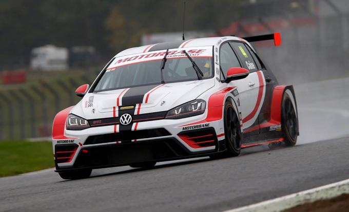 TCR UK – Primo test a Brands Hatch per il team Motobase