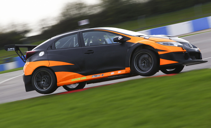 TCR UK – Lo Sean Walkinshaw Racing completa lo shakedown a Donington