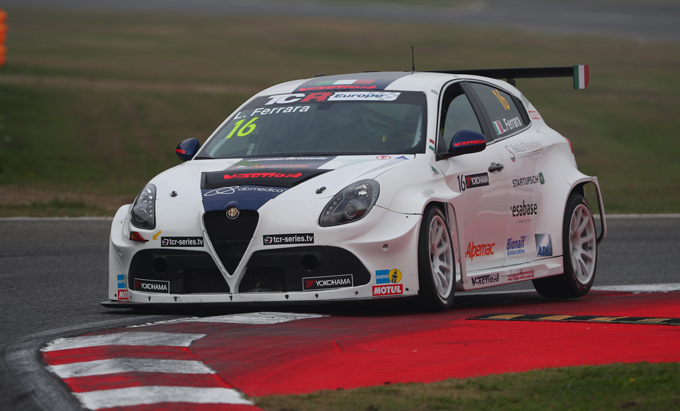 TCR – Il V-Action Racing Team riceve in consegna due Alfa Romeo Giulietta