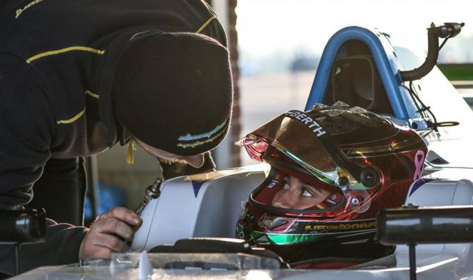 F3 inglese – Alexandra Mohnhaupt con Douglas Motorsport