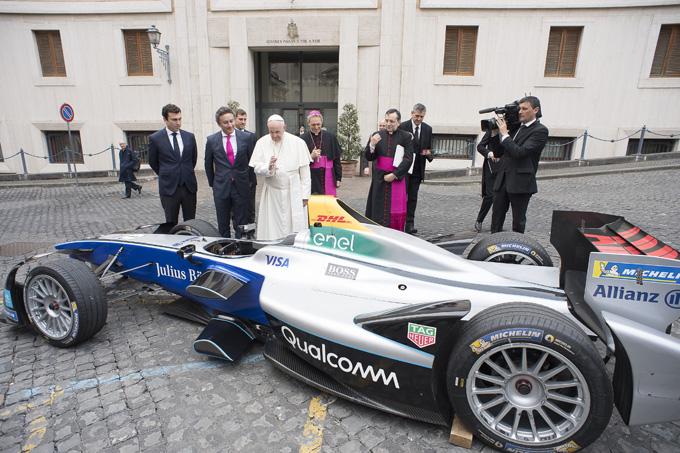 Formula E – Roma | Papa Francesco ha benedetto la monoposto di Formula E e i protagonisti del campionato