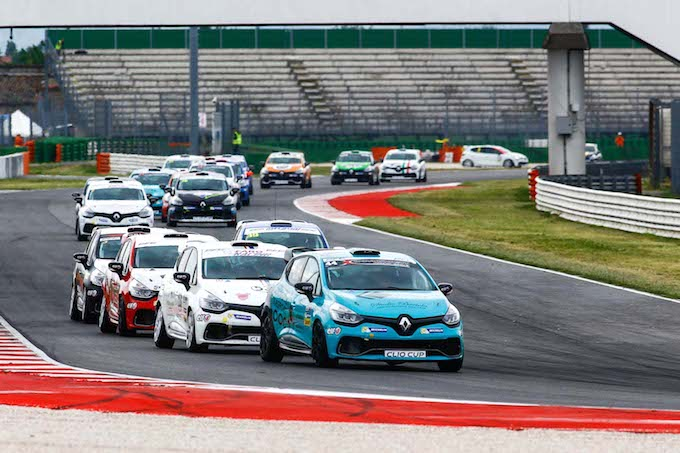 Renault Clio Cup Italia | Di Luca calcolatore, Jelmini vince la prima a Misano