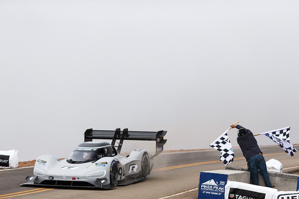 Pikes Peak | Volkswagen e Dumas riscrivono la storia con la I.D. R Pikes Peak