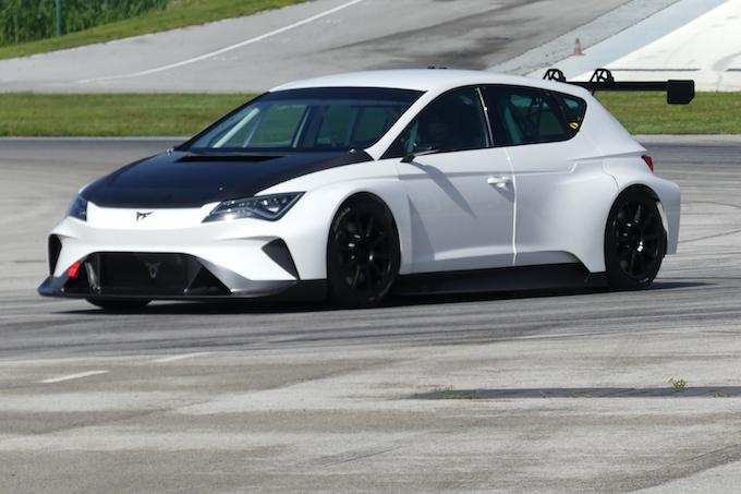 Cupra e-Racer, primo test per la touring tutta elettrica [VIDEO]