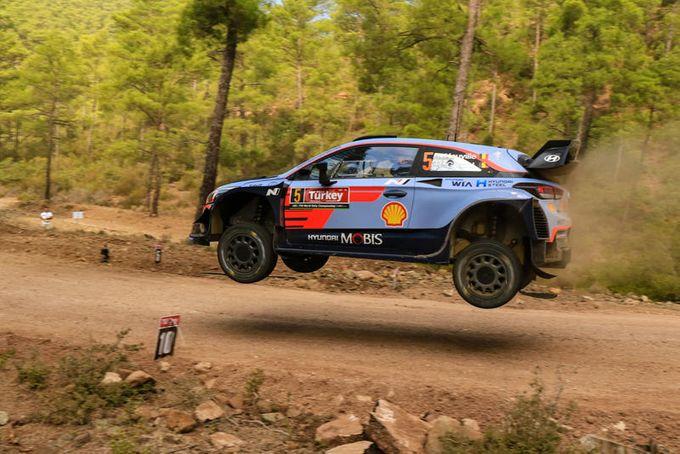WRC | Rally di Turchia, primo giorno: Neuville leader, Ogier secondo, ma la lotta è apertissima
