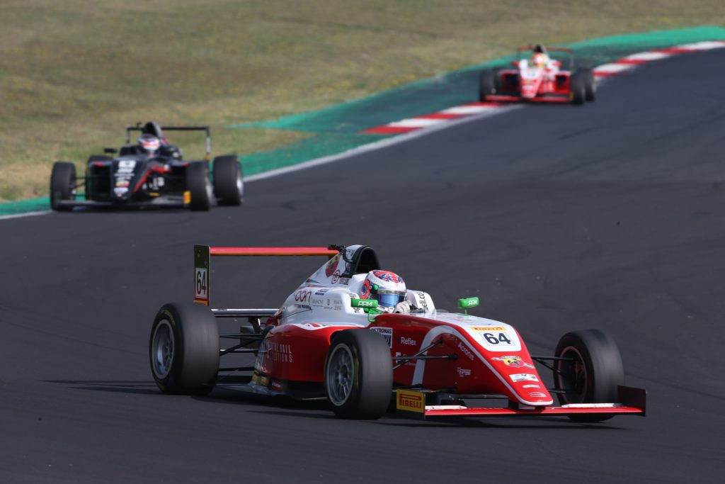 F4 Italia | Tripletta di Caldwell a Vallelunga, Lorandi conferma la leadership
