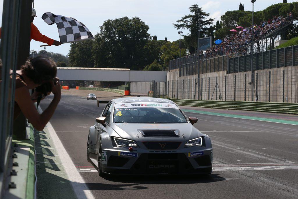 TCR Italy | Tavano vince e allunga, Machado fa sua Gara 1 a Vallelunga
