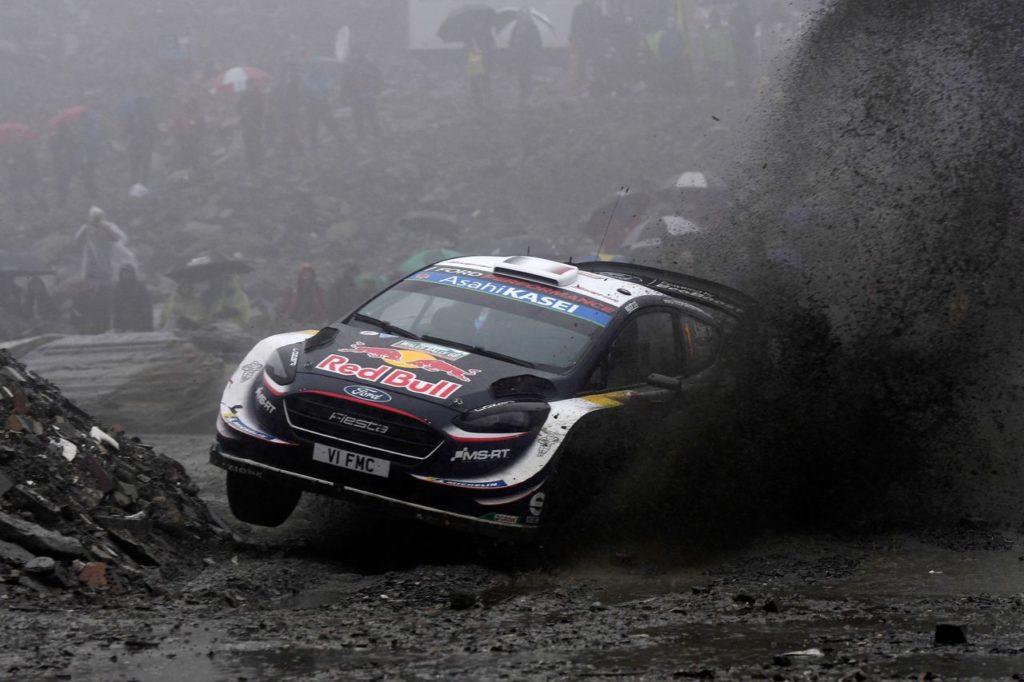 WRC | Rally del Galles, seconda sorprendente giornata: Ogier primo, Tanak out, Neuville indietro