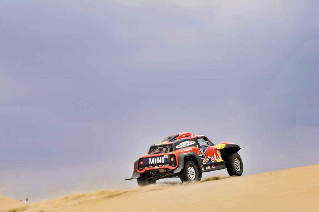 Dakar | Peterhansel conquista tappa 3, Al Attiyah torna leader. Faticano Sainz e Loeb