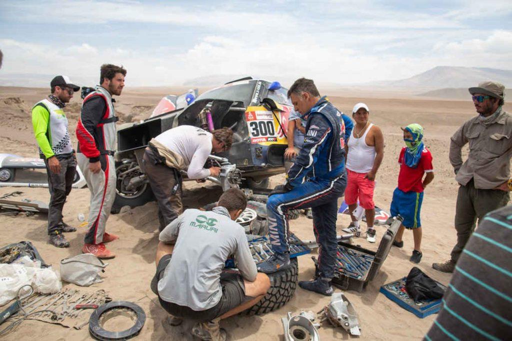 Dakar | Esplodono i malumori sui roadbook. Si dividono i piloti: è giusto aggiungere note?