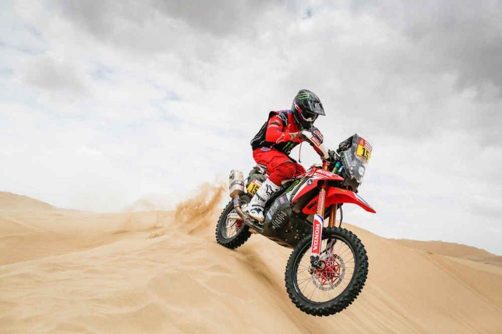 Dakar | Tappa 4, nuovi colpi di scena nelle moto: Ricky Brabec stacca tutti