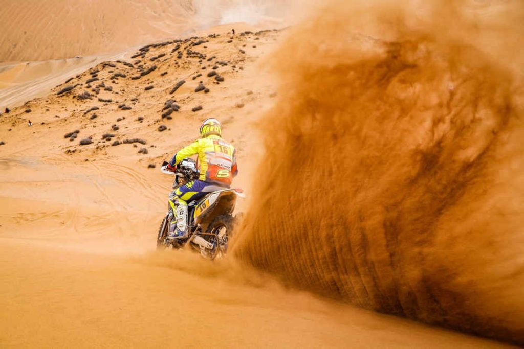 Dakar | Moto: la tappa 9 la vince l'outsider Metge, gli uomini di classifica controllano