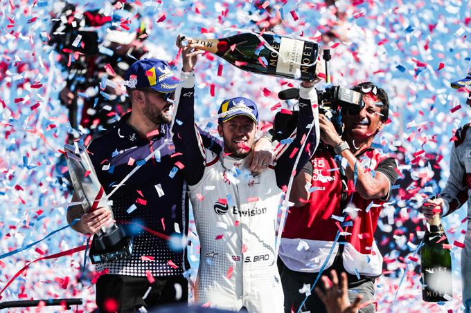 Formula E | Santiago e-prix: Pioggia di penalità nel post gara, Bird nuovo leader di campionato