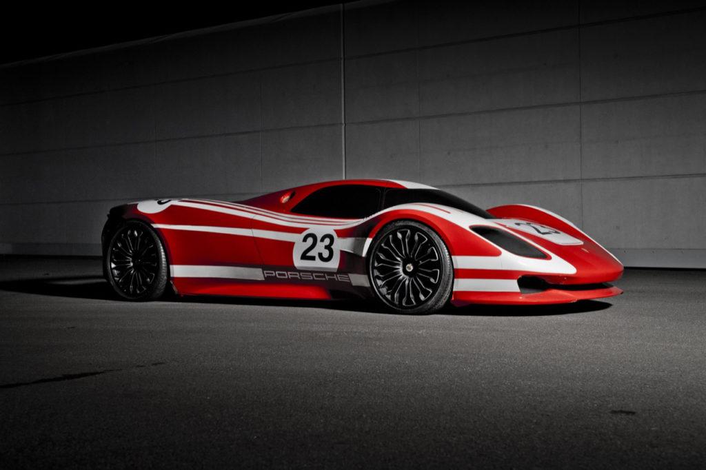 Porsche Taycan: la prima elettrica di Zuffenhausen debutta a settembre