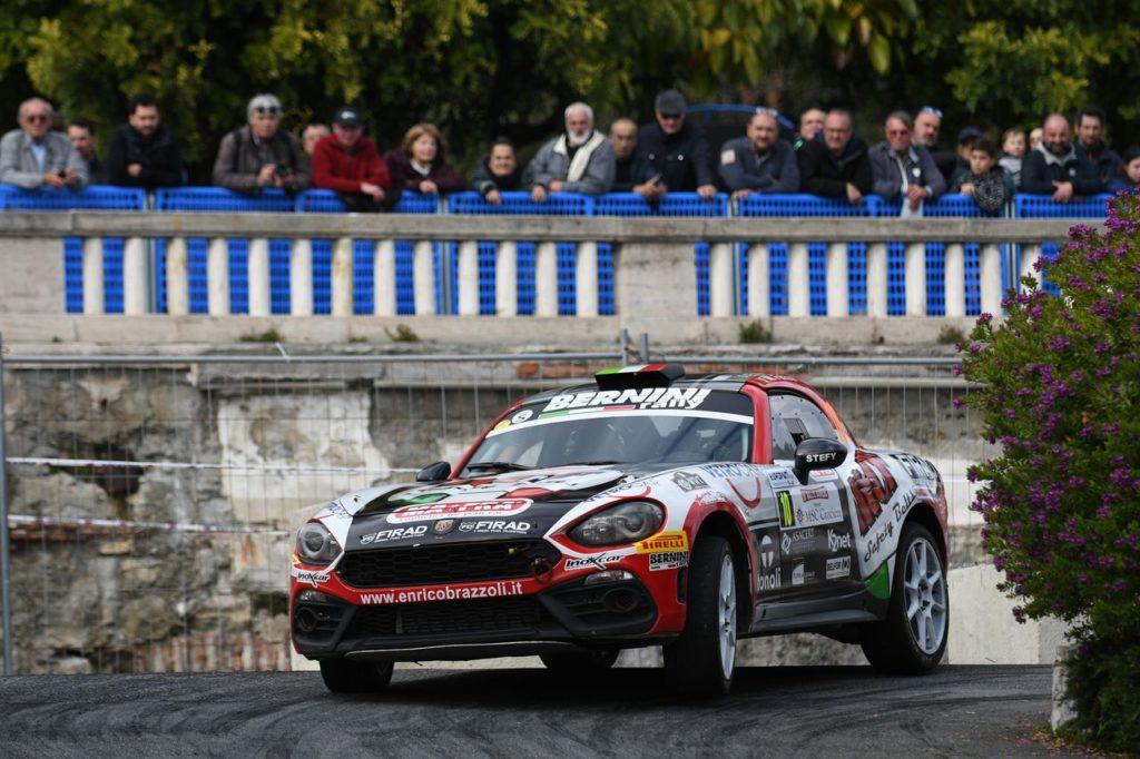 Tripletta stagionale per Enrico Brazzoli con l'Abarth 124 Rally: vittoria anche a Sanremo