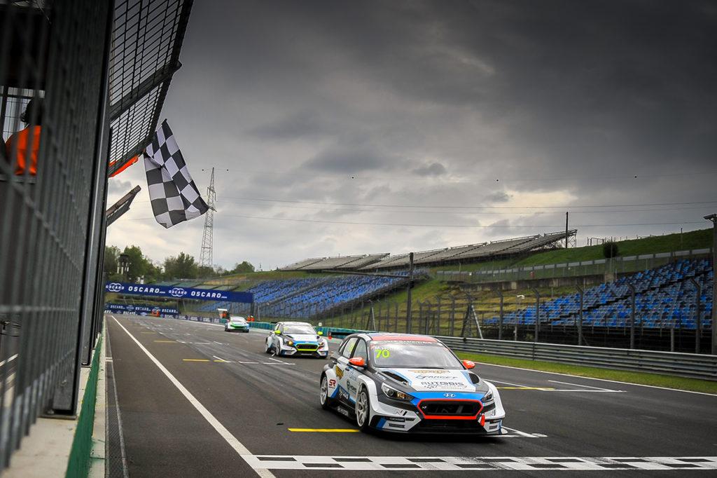 TCR Europe | Hungaroring, Gara 1: Homola apre la stagione con una vittoria