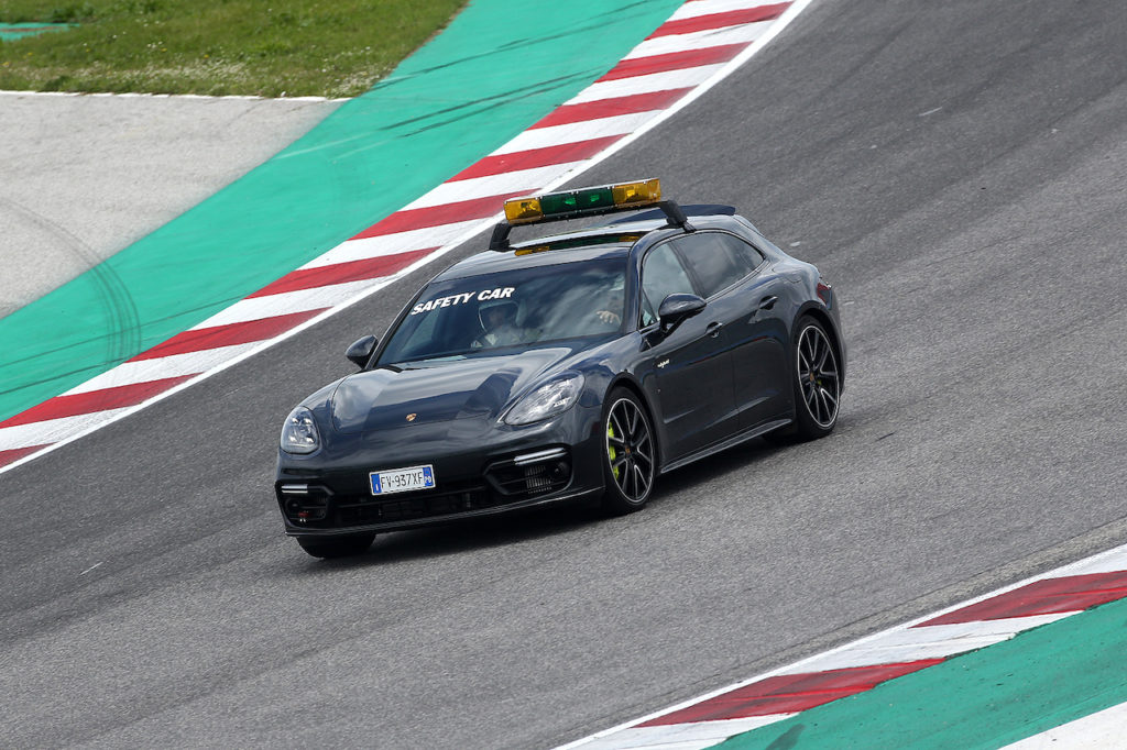 Porsche Carrera Cup Italia | In pista anche la Panamera Sport Turismo, la safety car ibrida