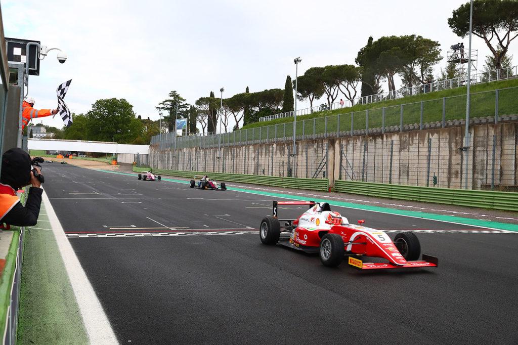 F4 Italia | Vallelunga, Gara 3: Petecof chiude il weekend in testa al campionato
