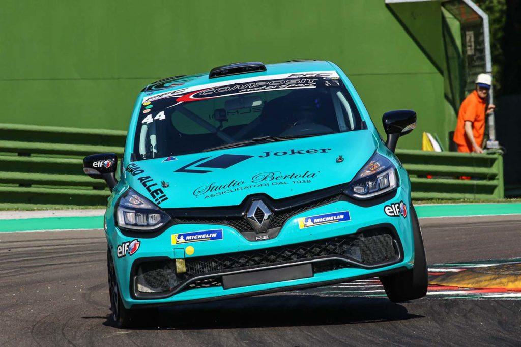Clio Cup Italia | Imola, Gara 1 e 2: Jelmini ancora leader, primo successo per Distrutti