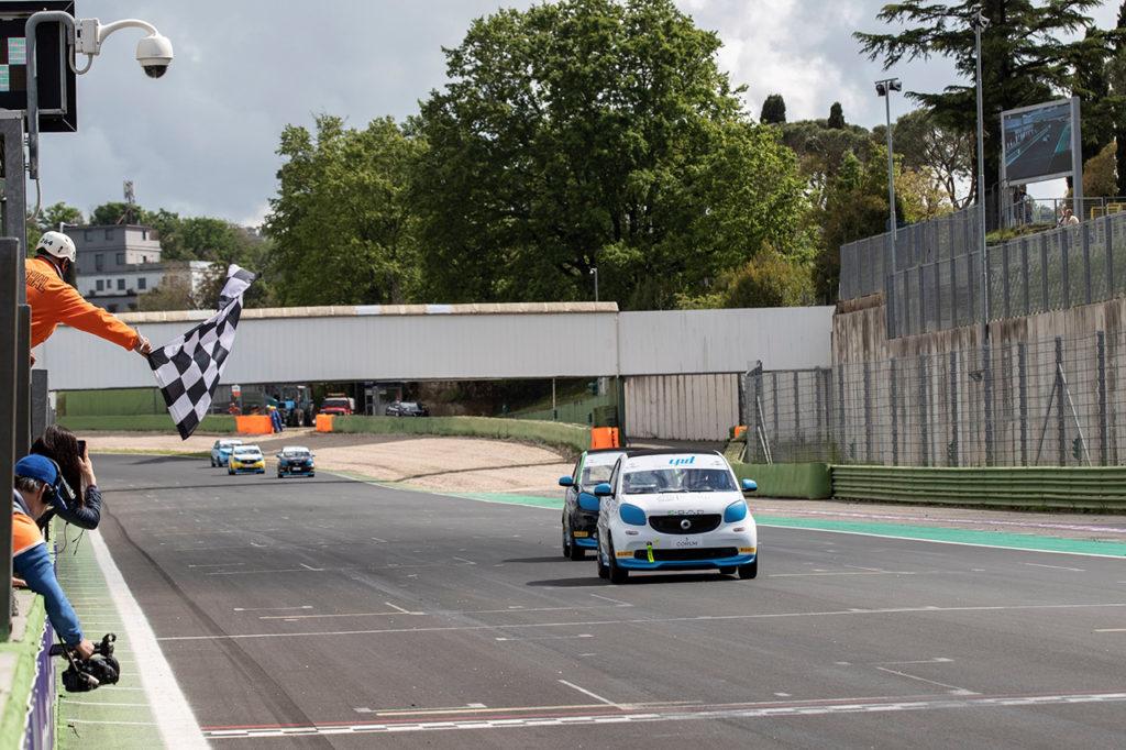 smart EQ fortwo e-cup | Vallelunga, Gara 1 e 2: Ferri e Carboni condividono vittorie e la vetta della classifica