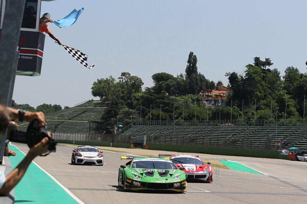 CIGT | Postiglione e Mul conquistano il bis stagionale nella Sprint con la Lamborghini a Imola