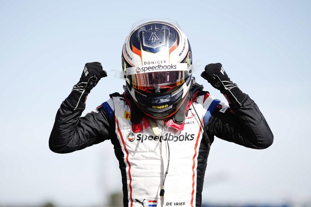 FIA F2 | Le Castellet, Gara 1: de Vries domina ancora, Sette Camara 2° davanti a Aitken