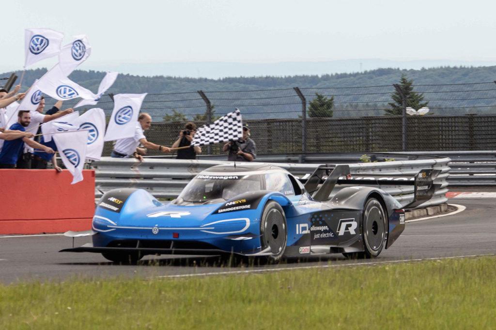 Volkswagen I.D. R, abbattuto il record elettrico al Nurburgring Nordschleife