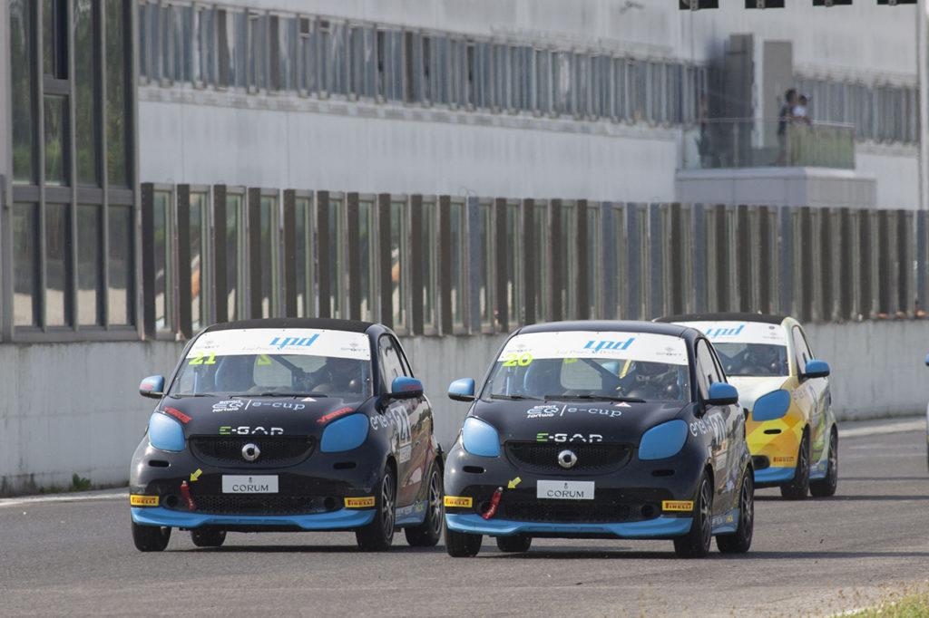 smart EQ fortwo e-cup | Vittoria di Longo in Gara 1 a Adria, primo trionfo di Capra in Gara 2