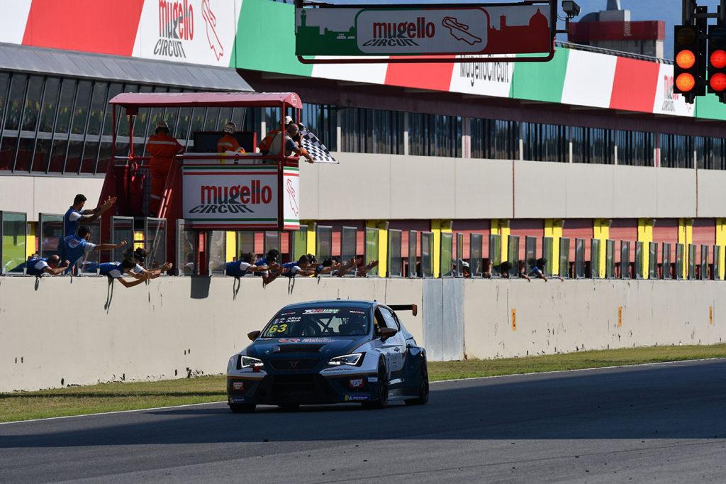 TCR DSG Endurance | Mugello, Gara: Giovanni e Alessandro Altoè firmano un'altra vittoria