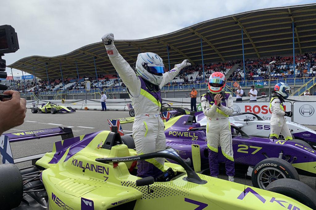 W Series | Assen, Gara 1: Kimilainen in solitaria, Powell e Chadwick a podio