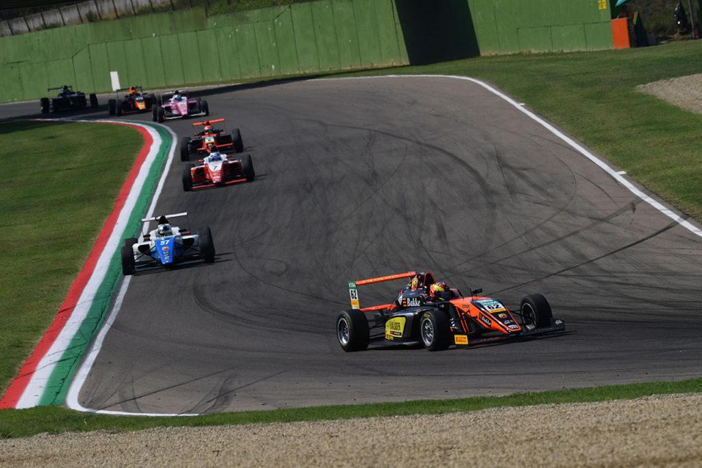 F4 Italia | Imola, Gara 3: Hauger vince e va in fuga, Petecof a secco di punti
