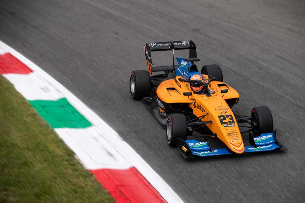 FIA F3 | Paura a Monza, Peroni prende il volo alla Parabolica [VIDEO]