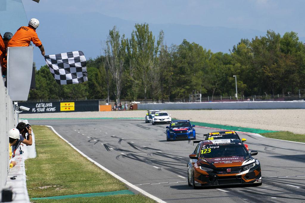 TCR Europe | Barcellona, Gara 2: Lloyd senza problemi, Magnus 2°