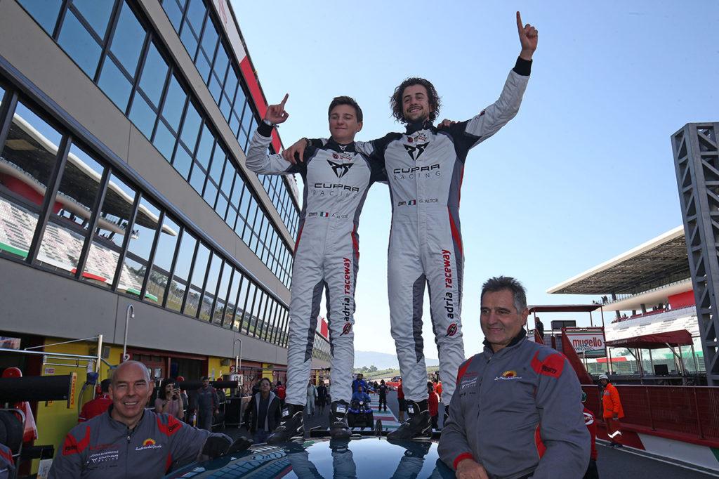 TCR DSG Endurance | Mugello, Gara: Giovanni e Alessandro Altoè si prendono il titolo