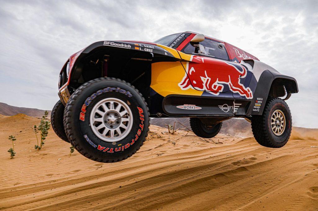 Dakar | Tappa 5, Auto: Sainz vince ed è sempre più duello con Al Attiyah