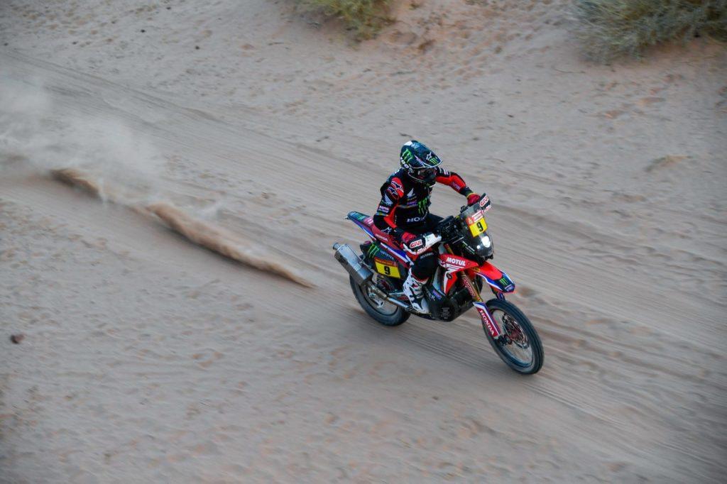 Dakar | Tappa 6, Moto: Brabec vince e prova la fuga in classifica, Price perde terreno. Bene Gerini e Cerutti