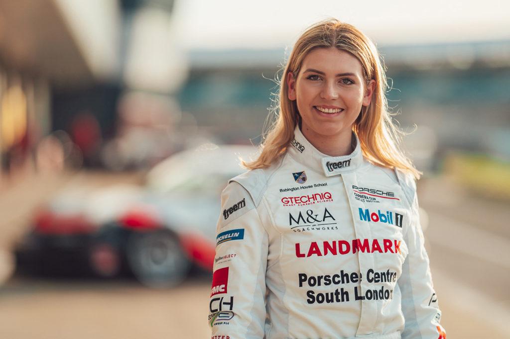 """Esmee Hawkey, unica donna nella Porsche Carrera Cup GB: """"Mossa giusta"""""""