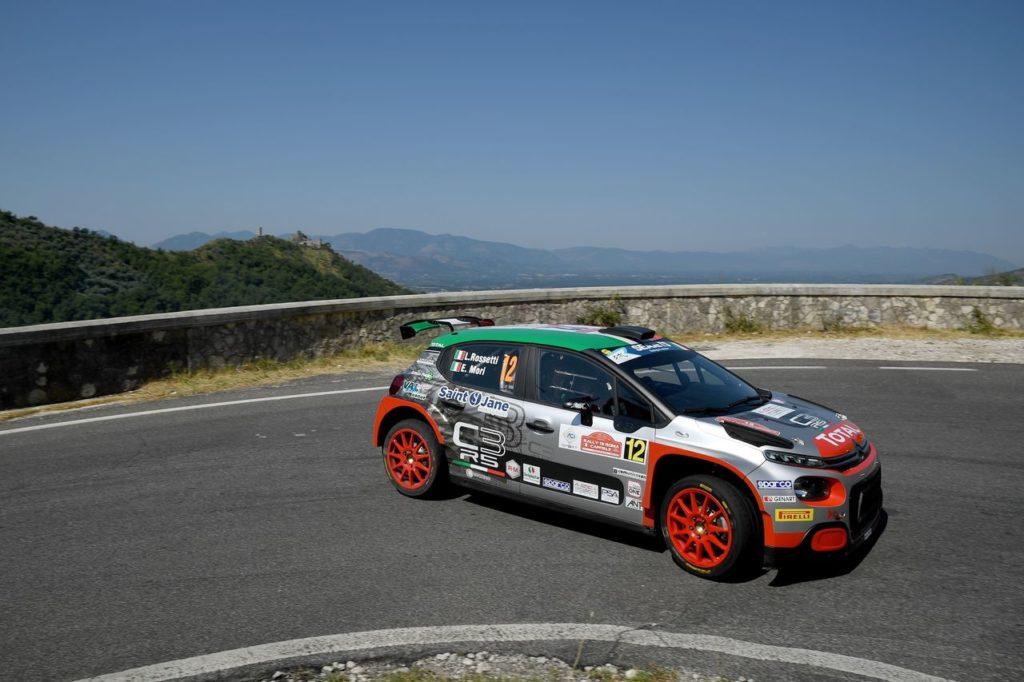 Ammessi anche i navigatori nei test rally nazionali. I piloti con licenza sportiva possono spostarsi tra regioni