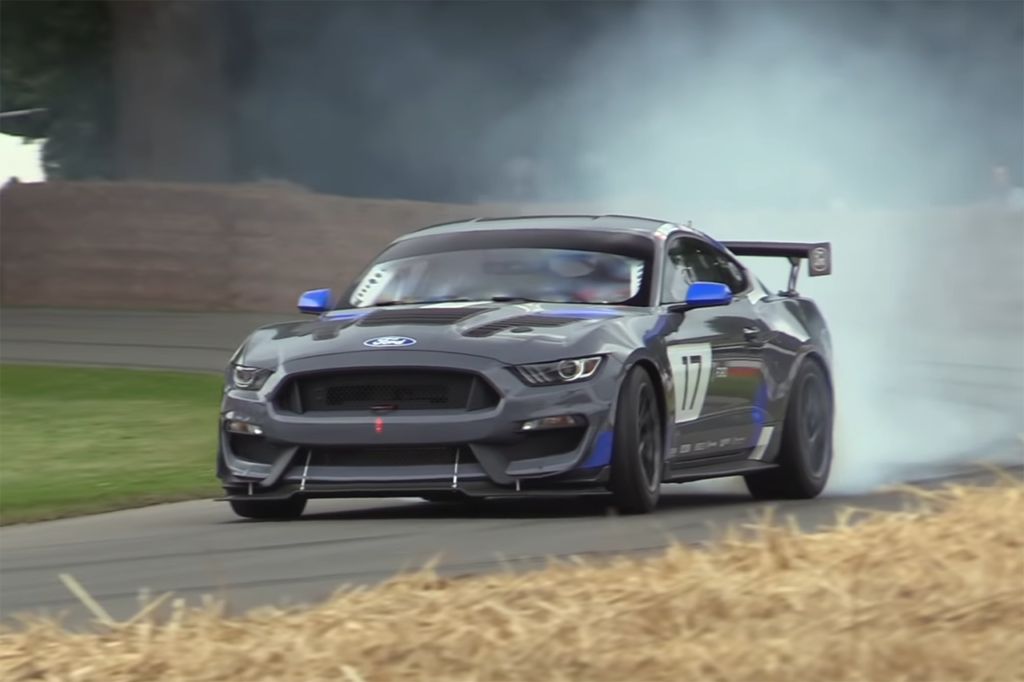 Ford Mustang GT4, il bolide americano in azione a Goodwood [VIDEO]
